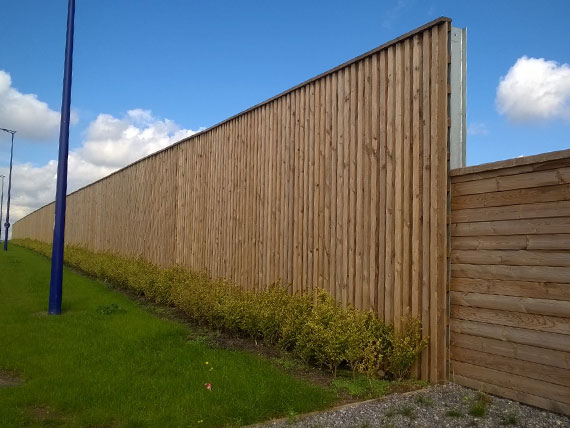 Wolmanit® CX extends the service life of fences and noise barriers for the London Gateway site